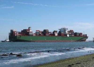 Containerschip voor de Maasvlakte